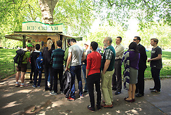 © Licensed to London News Pictures. London, UK. 15/05/2014. London, UK. People queue for ice-cream in St James Park, central  London, today (15/05/2014). Temperatures has risen to 24C as Britain may face the hottest May on record. Photo credit: LNP
