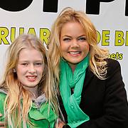 NLD/Amsterdam/20120121 - Filmpremiere The Muppets, Sita Vermeulen met nichtje