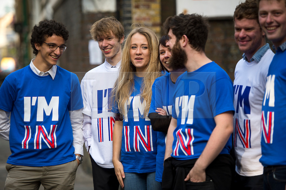 """© Licensed to London News Pictures. 12/10/2015. London, UK.  Britain Stronger in Europe campaigners wearing """"IM IN"""" t-shirts welcome guests to the event. The launch of the Britain Stronger in Europe campaign at the Truman Building in London. The campaign is being by led by Former M&S chairman, Lord Stuart Rose. Photo credit: Ben Cawthra/LNP"""