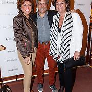 NLD/Amsterdam/20160322 - Sigaren locker Pr. Bernhard Sr. overdracht bij Huis Hajenius, Netty van der Veer, ......., Christine Kroonenberg