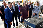 Koningin Maxima tijdens de presentatie van het Jaarbericht Staat van het MKB 2018 van het Nederlands Comite voor Ondernemerschap aan staatssecretaris Mona Keijzer van Economische Zaken en Klimaat. <br /> <br /> Queen Maxima during the presentation of the Annual Report State of the SME 2018 of the Netherlands Committee for Entrepreneurship to State Secretary Mona Keijzer of Economic Affairs and Climate.<br /> <br /> Op de foto / On the photo:  Koningin Maxima en staatssecretaris Mona Keijzer van Economische Zaken en Klimaat krijgen een ronleiding door Corrosion  / Queen Maxima and State Secretary Mona Keijzer of Economic Affairs and Climate will be led by Corrosion