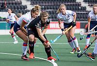 AMSTELVEEN - Michelle Fillet (Adam)  met Suzanne Homma (SCHC)   tijdens de hoofdklasse hockeywedstrijd dames, zonder publiek vanwege COVID-19, AMSTERDAM-SCHC (2-2). COPYRIGHT KOEN SUYK