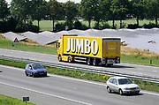 Nederland, Vorstenbosch, 24-6-2019Een vrachtwagen van supermarktketen Jumbo rijdt over de weg . .Foto: Flip Franssen