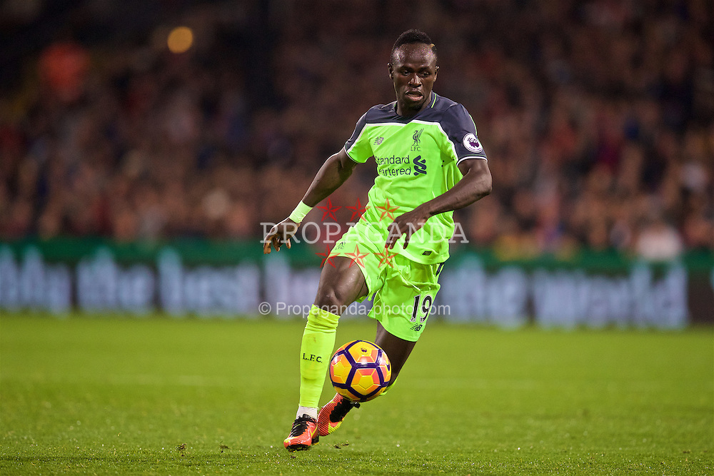 LONDON, ENGLAND - Saturday, October 29, 2016: Liverpool's Sadio Mane in action against Crystal Palace during the FA Premier League match at Selhurst Park. (Pic by David Rawcliffe/Propaganda)