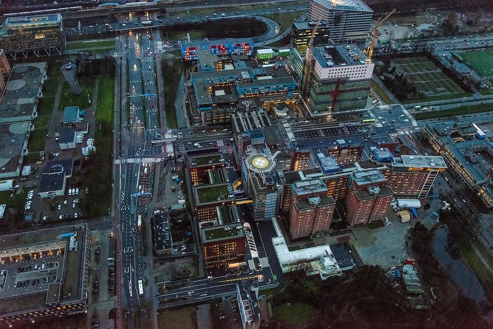 Nederland, Noord-Holland, Amsterdam, 16-01-2014; Zuidas in de avondschemering. Amsterveenseweg met Vrije Universiteit en VU Medisch Centrum.<br /> Zuid-as, 'South axis', financial center in the South of Amsterdam at twilight with VU University and VU Medical Centre.<br />  luchtfoto (toeslag op standaard tarieven);<br /> aerial photo (additional fee required);<br /> copyright foto/photo Siebe Swart.