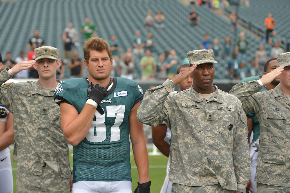 Brent Celek #87 of the Philadelphia Eagles during training camp at the Lincoln Financial Field on July 28, 2014 in Philadelphia, Pennsylvania. (Photo by Drew Hallowell/Philadelphia Eagles)
