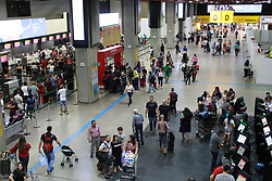 December 18, 2018 - Guarulhos, Brazil - GUARULHOS, SP - 18.12.2018: DRIVE GUARULHOS AIRPORT SP - After days of delays and queues, Sao Paulo International Airport, in Cumbica, has movement considered normal on the morning of Tuesday, 18. (Credit Image: © Cesar Borges/Fotoarena via ZUMA Press)