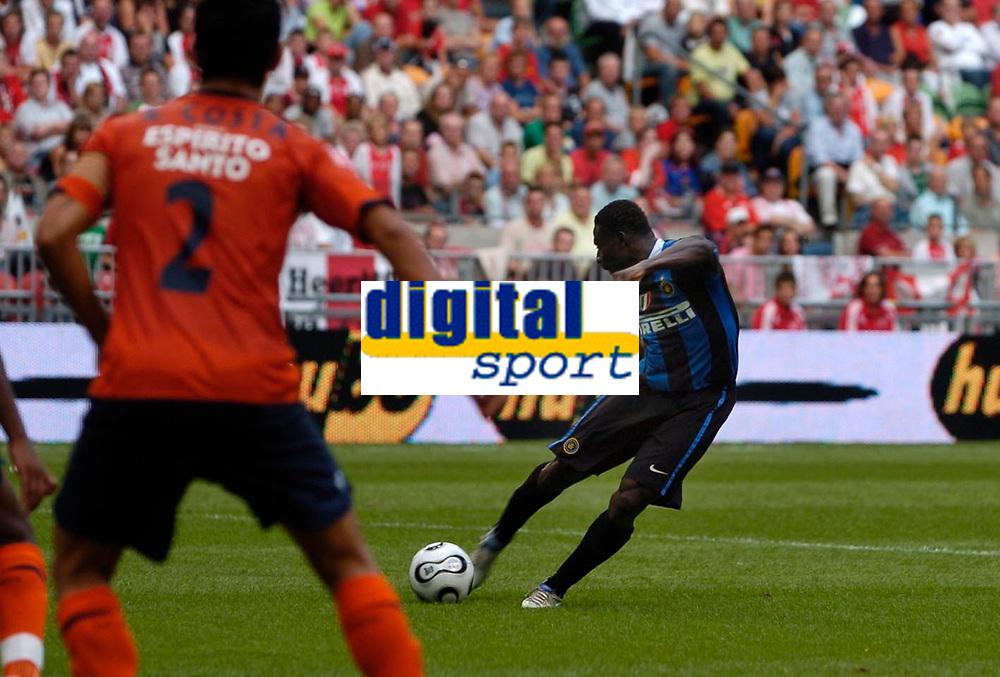 Photo: Daniel Hambury.<br />FC Porto v Inter Milan. Amsterdam Tournament. <br />05/08/2006.<br />Inter's Obafemi Martins scores his second goal.