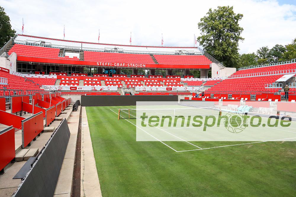 """Aus dem """"Dörnröschenschlaf"""" erwacht und seinem ursprünglichen Zweck überführt: das Steffi-Graf-Stadion ist nun startbereit für die bett1ACES 2020, bett1ACES, Berlin, LTTC """"Rot-Weiß"""" - Steffi-Graf-Stadion, 11.07.2020, Foto: Claudio Gärtner"""