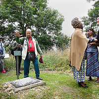 Nederland, Oudekerk ad Amstel , 25 juni 2014.<br /> Herdenking en ceremonie Eliezer, voor zover bekend, eerste naar Nederland ontvoerde tot slaaf gemaakte, begraven op de Joodse begraafplaats Beth Haim te Ouderkerk a/d Amstel.<br /> Commemoration ceremony and Eliezer, as far as known, first one to be kidnapped to the Netherlands and enslaved, buried at the Jewish cemetery Beth Haim in Ouderkerk a / d Amstel.