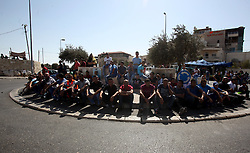 16.10.2015, Jerusalem, PSE, Gewalt zwischen Palästinensern und Israelis, im Bild Zusammenstösse zwischen Palästinensischen Demonstranten und Israelischen Sicherheitskräfte // Israeli police stand guard as Palestinian Muslims pray on the streets of the Wadi al-Joz neighbourhood in east Jerusalem during the Friday prayers following restrictions by Israeli police preventing Palestinians under 40 years old from entering the Al-Aqsa mosque compounds. Israeli security forces deployed massively in Jerusalem as Jews armed themselves with everything from guns to broomsticks, rattled by a wave of Palestinian attacks that have shaken the country, Palestine on 2015/10/16. EXPA Pictures © 2015, PhotoCredit: EXPA/ APAimages/ Mahfouz Abu Turk<br /> <br /> *****ATTENTION - for AUT, GER, SUI, ITA, POL, CRO, SRB only*****