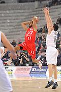 DESCRIZIONE : Torino Coppa Italia Final Eight 2012 Semifinale Montepaschi Siena EA7 Emporio Armani Milano<br /> GIOCATORE : Nicholas Drew<br /> CATEGORIA : passaggio penetrazione<br /> SQUADRA : EA7 Emporio Armani Milano<br /> EVENTO : Suisse Gas Basket Coppa Italia Final Eight 2012<br /> GARA : Montepaschi Siena EA7 Emporio Armani Milano<br /> DATA : 18/02/2012<br /> SPORT : Pallacanestro<br /> AUTORE : Agenzia Ciamillo-Castoria/C.De Massis<br /> Galleria : Final Eight Coppa Italia 2012<br /> Fotonotizia : Torino Coppa Italia Final Eight 2012 Semifinale Montepaschi Siena EA7 Emporio Armani Milano<br /> Predefinita :
