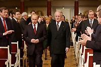 09 FEB 2003, BERLIN/GERMANY:<br /> Wladimir Putin, Praesident Russische Foerderation,  und Johannes Rau, Bundespraesident, auf dem Weg zu ihren Plaetzen, waehrend der Eroeffnung der Deutsch-Russischen Kulturbegegnungen, Konzerthaus am Gendarmenmarkt<br /> IMAGE: 20030209-01-009<br /> KEYWORDS: Bundespräsident, Präsident, Gattin, Politikerfrau, Russische Förderation, Russland, Applaus,