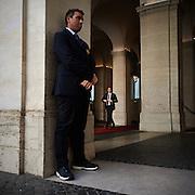 Matteo Renzi nel cortile di Palazzo Chigi per un incontro istituzionale, Roma 10 maggio 2015.  Christian Mantuano / OneShot <br /> <br /> Matteo Renzi in the courtyard of Palazzo Chigi for an institutional meeting, Rome 10 May 2015. Christian Mantuano / OneShot