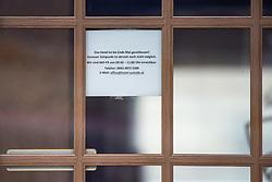 15.03.2020, Matrei, AUT, Coronavirus Krise, Osttirol. Die österreichische Bundesregierung als auch die Tiroler Landesregierung haben zahlreiche Massnahmen und Gesetzte zur Eindämmung und Verbreitung der Corona Virus Pandemie erlassen. Im Bild geschlossene Tür am Eingang zu einem Hotel in Matrei in Osttirol. // closed door at the entrance to a hotel in Matrei.. The Austrian federal government and the Tyrolean state government have introduced numerous measures and laws to contain and spread the Corona Virus pandemic. Matrei in Osttirol, Austria on 2020/03/15. EXPA Pictures © 2020, PhotoCredit: EXPA/ Johann Groder
