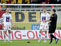 Fotball , tippeligaen , 26. April 2009 , Sør Arena , Start - Tromsø (TIL) , Tore Reginiussen får rødt kort av dommer Brage Sandmoen , Miika Koppinen fortviler ,  Foto: Tommy Ellingsen