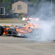 NLD/Volkel/20070420 - Spyker F1 meets F16, Full Throttle 2007, Christijan Albers in zijn formule 1 wagen, maakt een donut op het asfalt