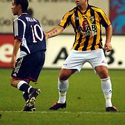 NLD/Arnhem/20051211 - Voetbal, Vitesse - Ajax 2005, Theo Janssen stopt Steven Pienaar