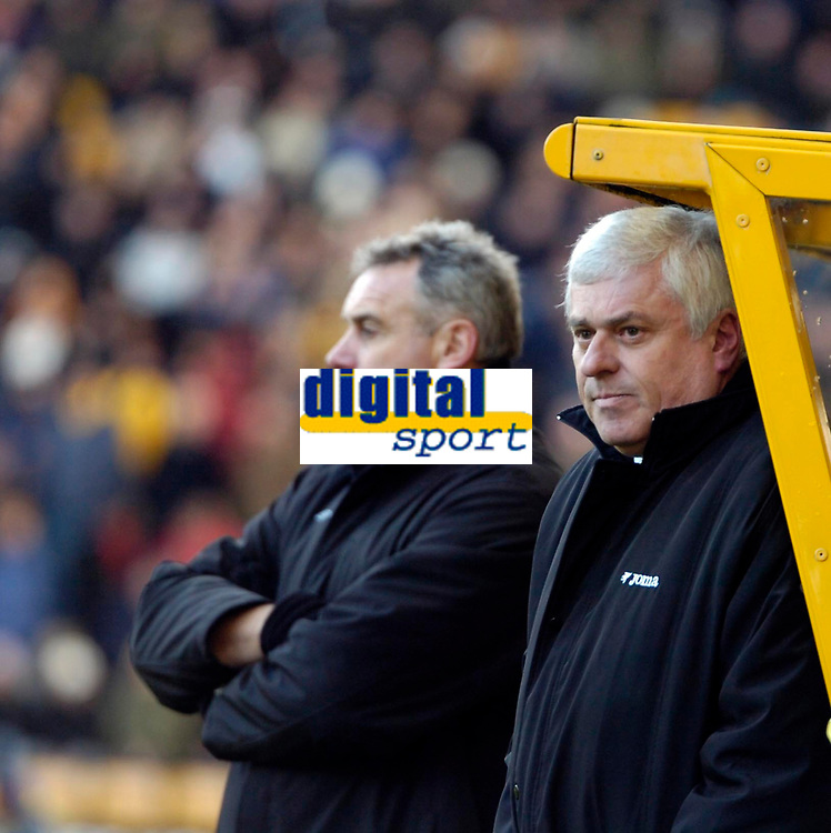 Photo: Ed Godden/Sportsbeat Images.<br /> Wolverhampton Wanderers v Cardiff City. Coca Cola Championship. 20/01/2007. Cardiff's Chairman Peter Ridsdale (R) and Manager Dave Jones (L).