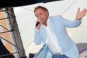 100 % NL strandfeest Hoek van Holland FRONTSTAGE bij Beachclub Royal .<br /> <br /> Op de foto:<br /> <br />  Gordon