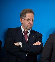 DEU, Deutschland, Germany, Berlin, 12.04.2018: Hans-Georg Maaßen, Präsident des Bundesamtes für Verfassungsschutz (BfV), während einer Pressekonferenz beim Besuch des Gemeinsamen Terrorismusabwehrzentrums (GTAZ) auf dem Gelände des BKA.