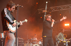 Guy Garvey (right) of Elbow performing on the Park Stage at the Glastonbury Festival, at Worthy Farm in Somerset. PRESS ASSOCIATION Photo. Picture date: Friday June 23, 2017. See PA story SHOWBIZ Glastonbury. Photo credit should read: Ben Birchall/PA Wire