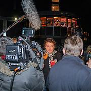 NLD/Amsterdam/20121203 - Jubileumgala 125 jaar theater Carre Amsterdam afgelast ivm overlijden van acteur Jeroen Willems, Rene Froger staat de pers te woord