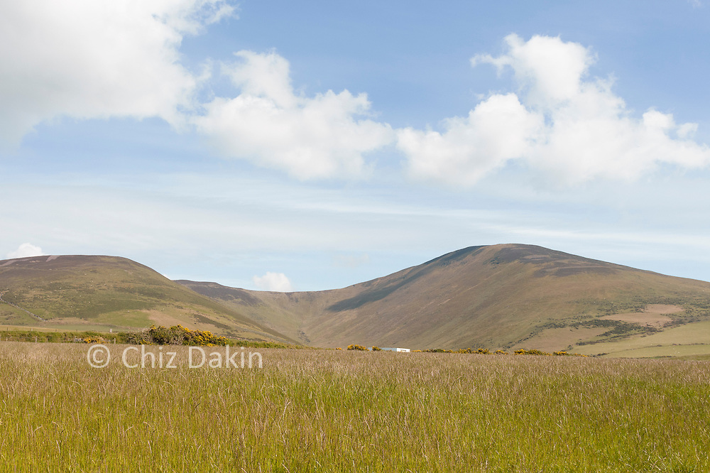 Looking back to the ridgeline of Slieau Freoaghane and the deep valley to its north