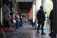 Esercito sorveglia la piazza di Los Reyes.