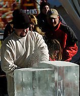 12/18/05  Omaha, NEThe holiday lights festival-Ice Sculptors on the Con Agra campus. (photo by Chris Machian/Prarie Pixel Group)