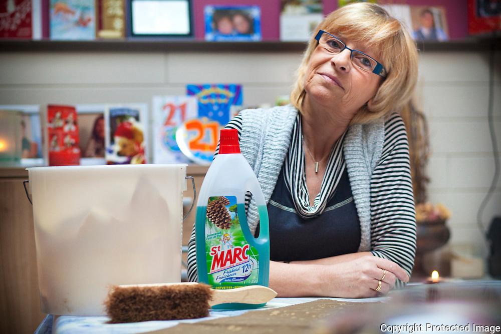 372315-Ingrid Davidson wil als poetsvrouw gaan werken, maar nijlenaars willen haar niet in huis omdat ze bekend café heeft gehouden-Spoorweglei 11 Nijlen
