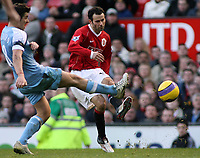 Photo: Paul Thomas.<br /> Manchester United v Manchester City. The Barclays Premiership. 09/12/2006.<br /> <br /> Ryan Giggs of Man Utd (R) has a shoot past Joey Barton of Man City.