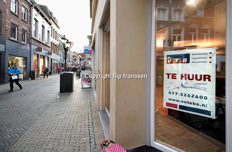 Nederland, Venlo, 17-1-2020 Winkelruimte te huur in een winkelstraat in de binnenstad van deze stad in noord limburg . Foto: Flip Franssen.