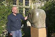 Paul Vanstone, On form 06. Sculpture in Stone. Private view, Asthall Manor, Burford, 10 June 2006. ONE TIME USE ONLY - DO NOT ARCHIVE  © Copyright Photograph by Dafydd Jones 66 Stockwell Park Rd. London SW9 0DA Tel 020 7733 0108 www.dafjones.com