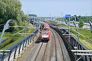 Nederland, Andelst, 8-6-2013Een goederentrein rijdt over de betuweroute.De treinen moeten in Duitsland op het bestaande spoor, waardoor vertraging ontstaat.Foto: Flip Franssen/Hollandse Hoogte