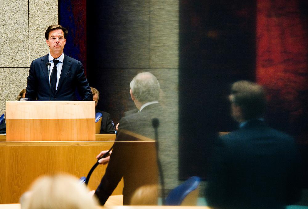 Nederland, den Haag, 22 sept  2011.Algemene Politieke Beschouwingen in de Tweede Kamer..Rutte wordt geinterumpeert door PvdA fractievoorzitter Cohen en CDA fractievoorzitter Haerma Buma, die in een reflectie zichtbaar is..Foto(c): Michiel Wijnbergh