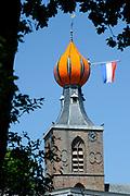 Koning Willem Alexander en Koningin Maxima op provinciebezoek in Drenthe.<br /> <br /> King Willem Alexander and Queen Maxima visit the province of  Drenthe<br /> <br /> Op de foto:  Aankomst van de Koning en Koningin voor de kerk en een rondwandeling over de brink ( park ) waar diversen activiteiten zijn.<br /> <br /> Arrival of the King and Queen for the church and a walk on the green (park) where a lkot of activities are<br /> <br /> Arrival from above the King and Queen on Nienoord Estate, Leek