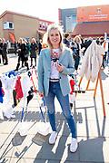Koning Willem Alexander opent Koningsspelen in Lemmer. Dit jaar staat het thema water drinken centraal.<br /> <br /> King Willem Alexander opens King's Games in Lemmer. This year the theme is drinking water.<br /> <br /> Op de foto / On the photo: <br /> <br />  Britt Dekker