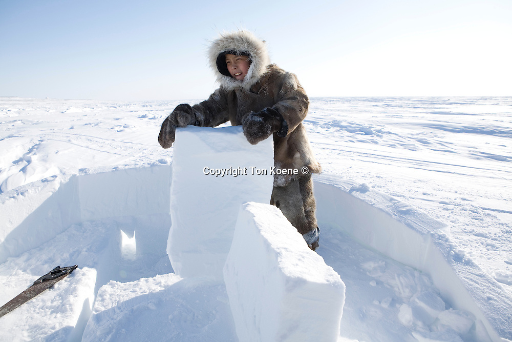 Building an igloo on the northpole