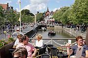 Nederland, the netherlands, Leeuwarden, 17-8-2018Gezellige drukte op een terrasje aan een gracht in het centrum van de stad.Foto: Flip Franssen