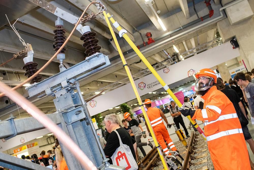 12. September 2018; Bern; SwissSkills 2018  - 2. Tag - Netzelektriker/in EFZ / Electricien de reseau CFC / Electricienne de reseau CFC / Elettricista per reti di distribuzione (AFC) / Welt des Verkehrs  VoeV UTP / Monde des transports  VoeV UTP / Mondo dei trasporti  VoeV UTP (Michael Zanghellini)