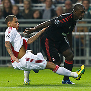 NLD/Amsterdam/20100928 - Champions Leaguewedstrijd Ajax - AC Milan, Clarence Seedorf in duel met Gregory van der Wiel