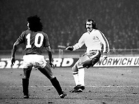 Terry Cooper - England. England v Portugal (making his comeback from injury) 20/11/1974. Credit: Colorsport