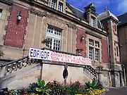 Frankrijk, St. Leu, 15-9-2004..De gemeenteraad van dit Franse dorp bij Parijs, waar veel mensen werken bij de EDF, electricite de France, doen een beroep op de regering de privatisering van de elektriciteitsmarkt te voorkomen. Liberalisering, stroom, stroomproducent, monopolie, staatsbedrijf, energiemarkt, elektriciteitscentrale, GDF, gaz de France, vrije markt energie, elektriciteitsproducent. Protest...Foto: Flip Franssen/Hollandse Hoogte