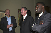 Peter Doig, Cerith Wyn-Evans and Antony Gormley. Blake dinner, Tate Gallery. 6 November 2000. © Copyright Photograph by Dafydd Jones 66 Stockwell Park Rd. London SW9 0DA Tel 020 7733 0108 www.dafjones.com