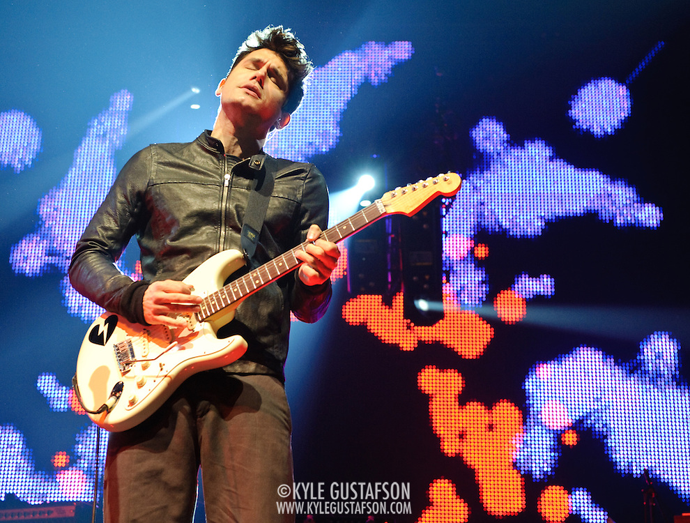 Washington, D.C. - Feb. 20th, 2010:  Grammy awar dwinning solo artist John Mayer plays the Verizon Center on his Battle Studies tour. (Photo by Kyle Gustafson)