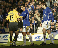 Photo: Aidan Ellis.<br /> Everton v Arsenal. The Barclays Premiership. 21/01/2006.<br /> Everton's Tim Cahill argues with Arsenal's Francesc Fabregas