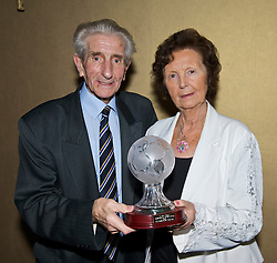 LIVERPOOL, ENGLAND - Friday, November 27, 2009: Dave Hickson and his wife Pat at the Health Through Sport charity dinner at the Devonshire House. (Photo by David Rawcliffe/Propaganda)