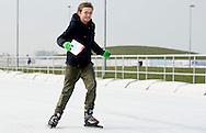 BIDDINGHUIZEN - Prinses Margriet (R) en prins Maurits (M) tijdens de tweede editie van De Hollandse 100 op FlevOnice, een sportief evenement van fonds Lymph en Co ter ondersteuning van onderzoek naar lymfeklierkanker.  COPYRIGHT ROBIN UTRECHT <br /> BIDDINGHUIZEN -  During the second edition of the Dutch 100 on FlevOnice, a sporting event fund Lymph and Co. to support research into lymphoma. COPYRIGHT ROBIN UTRECHT
