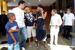 Ronaldinho Gaúcho, craque do FC Barcelona eleito melhor jogador do ano 2005 pela FIFA durante coletiva de imprensa para falar das conquistas que obteve em 2005 e da associação que realiza com Mauricio de Sousa para o lançamento de Ronaldinho Gaúcho em desenho, em Porto Alegre. FOTO: Jefferson Bernardes / Preview.com